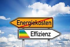 Wegweiser mit Energiekosen und Effizienz